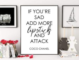 Citation de Coco Chanel, cadre noir, blanc, rouge
