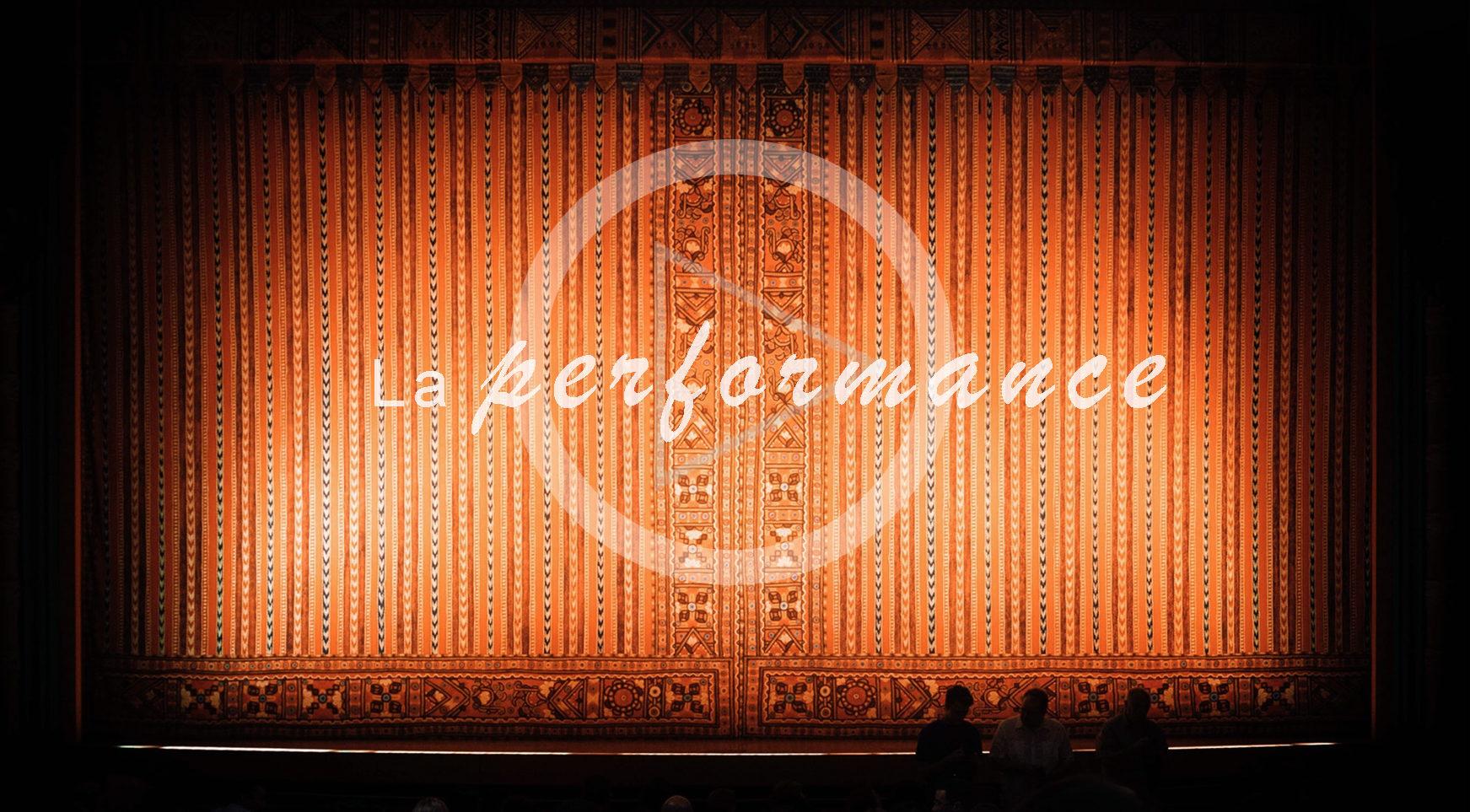 Rideau de théâtre : la performance