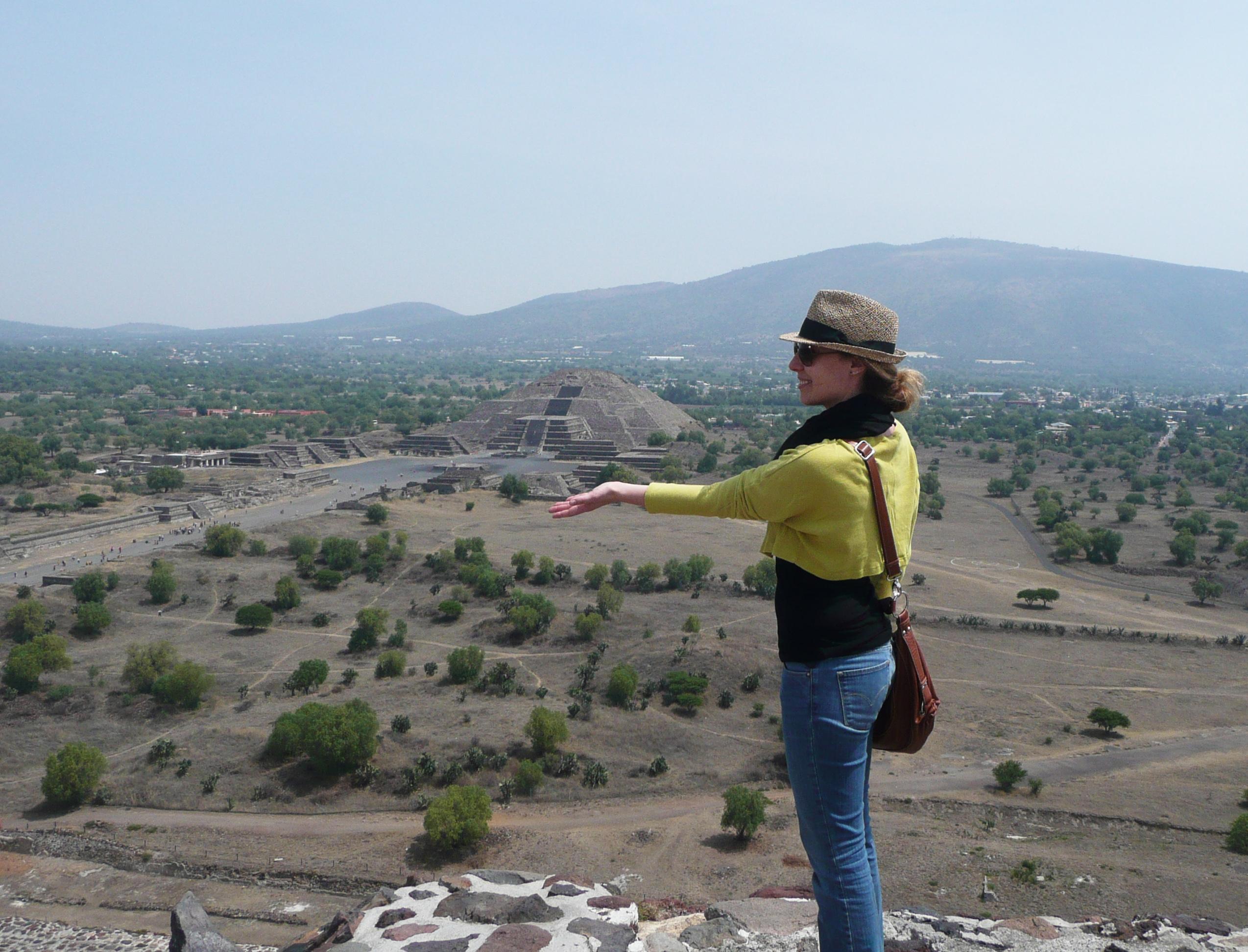 Julia Braga - visite de la pyramide de la lune et du soleil au Mexique