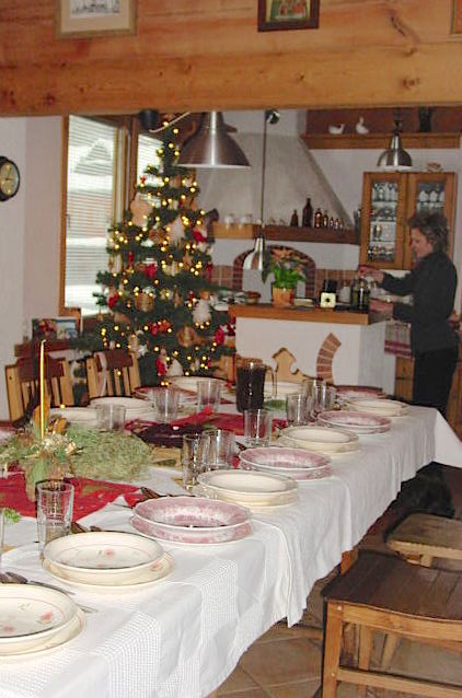 Grande table familiale le jour de Noël en Pologne
