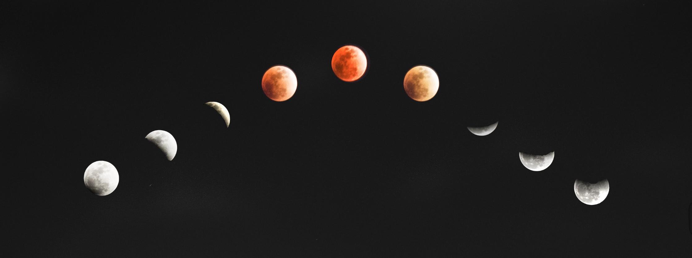 Les phases de la Lune sur fond noir